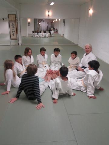 Mona underviser i sirkel