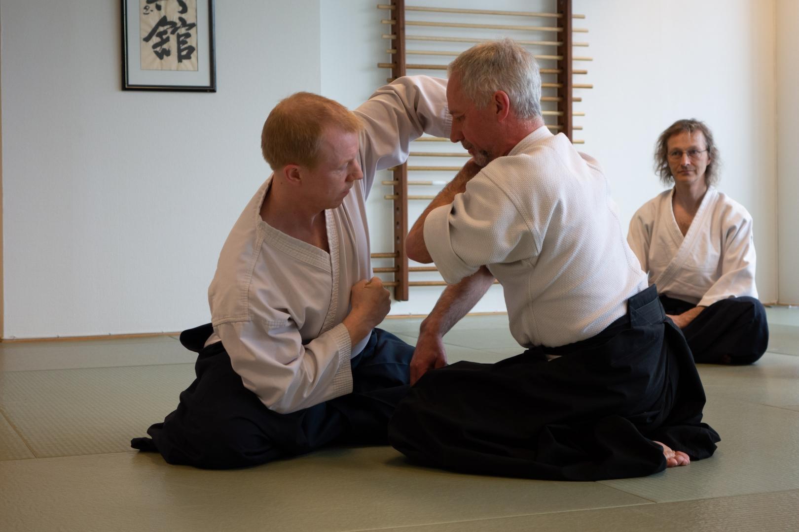 Suwariwaza Ikkyo med fokus i magen